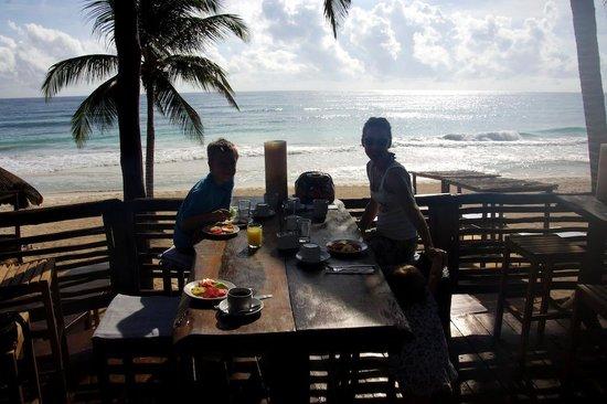 Hip Hotel Tulum : desayunando