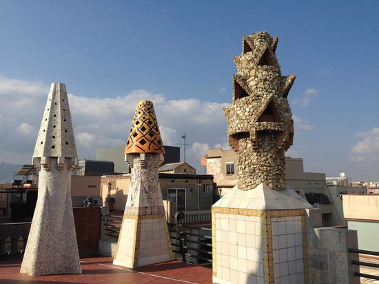 Palais Güell : rooftop and chimneys