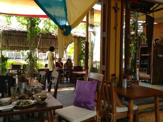 Secret Garden Home-cooked Vietnamese Restaurant: Atmosphere in the restaurant