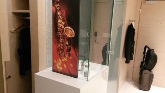 Sound Garden Hotel Warsaw Airport : La doccia