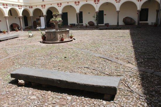 Centro Historico De Cusco: Jardim interno do museu