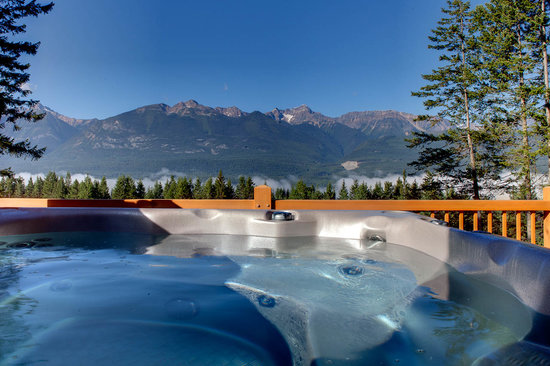 Mount 7 Lodges: View from hot tub