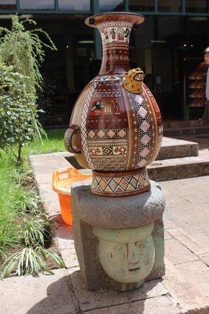 Centro Historico De Cusco: Réplica de peça cerâmica