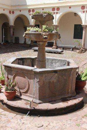 Centro Historico De Cusco: Fonte construída em 1650 aprox.