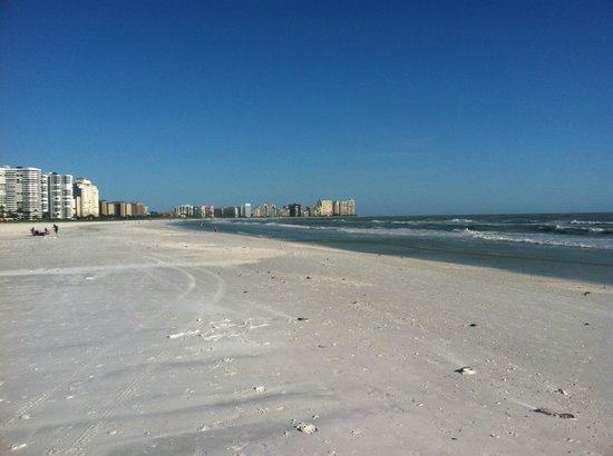 JW Marriott Marco Island Beach Resort: Powder white sand for walking