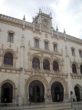 Lisbon Destination Hostel : Estação de trem cujo interior abriga o hostel