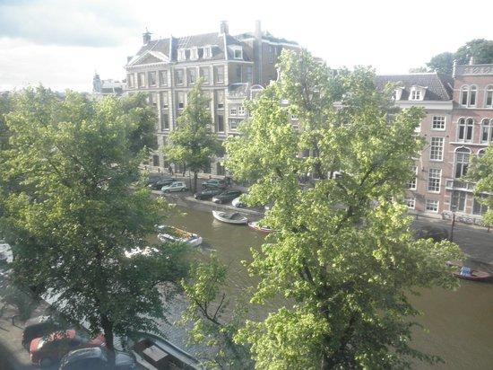Hotel Keizershof: 左側の窓からの眺め