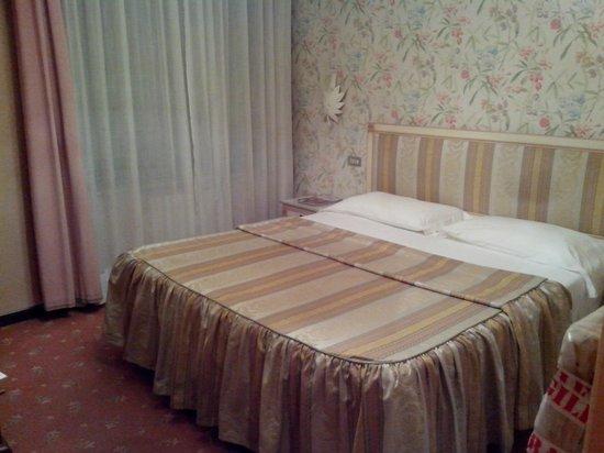 Hotel Al Camin: Кровать