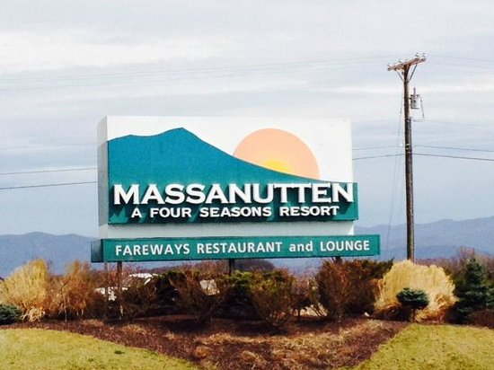Massanutten Resort: Entrance to hotel route