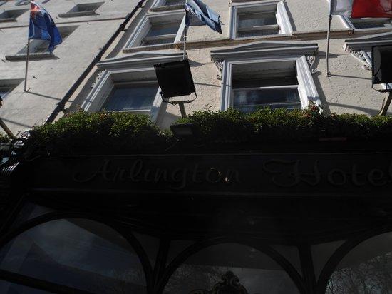 Arlington Hotel O'Connell Bridge: Hotel Front