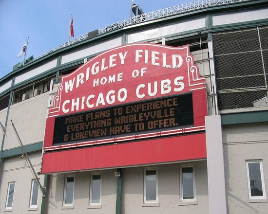 Chicago Guest House: Walk to Historic Wrigley Field