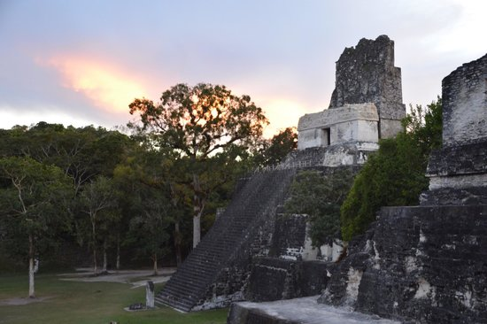 Hotel Tikal Inn: Sunset at Tikal.  Tour through Tikal Inn!!