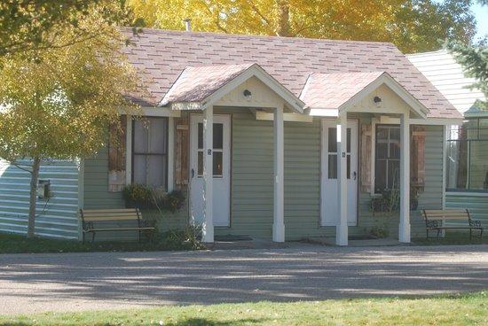 Riverside Motel & Cabins RV Park: Original cabins 5+6