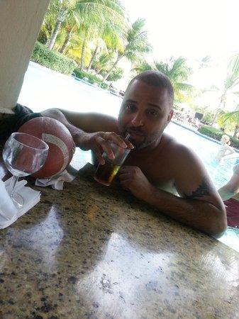Dreams Palm Beach Punta Cana : @ pool side bar sweet and feeling nice