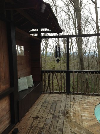 Shoji Retreats: The view and pleasant wind chimes