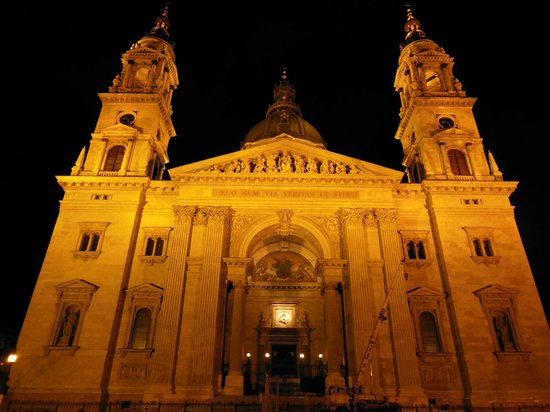 Free Budapest Walking Tours: St Stephen's Basilica