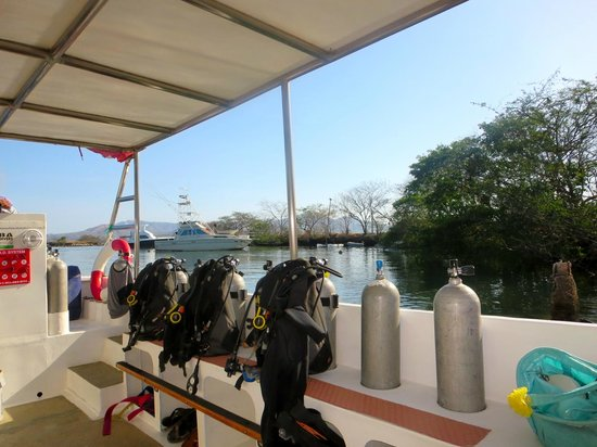 BA Divers : Boat and equipment
