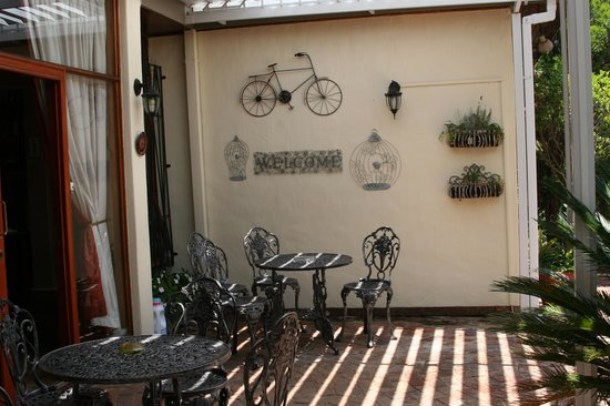 Jubilee Lodge Guesthouse: Guest Patio