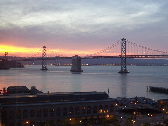Hyatt Regency San Francisco: Sunset view of Bay Bridge from our room
