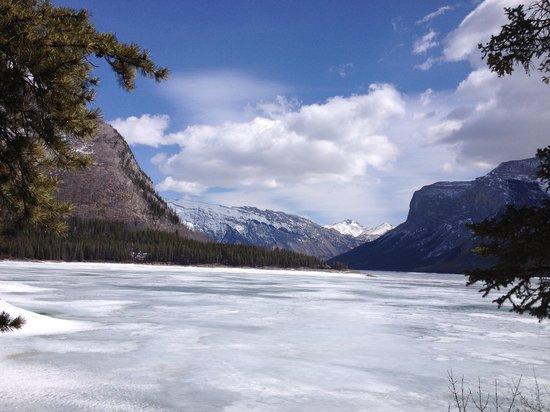 Charlton's Banff: Visit Lake Minnewanka