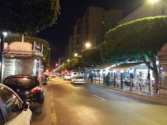 Paseo de Almeria: de noche estupendo
