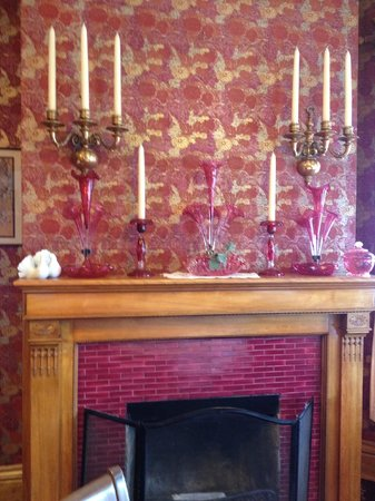 Old Rittenhouse Inn: The fireplace in the Dining Room