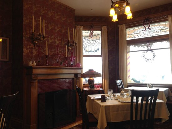Old Rittenhouse Inn: Dining Room from our table in the corner