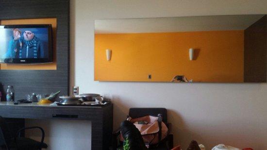 Brasilia: Espejo grande en frente de las camas