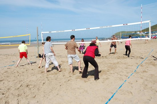 Croyde, UK: learning the moves on the court