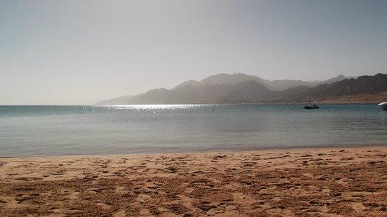 Ibis Styles Dahab Lagoon Hotel: Hotel sandy beach