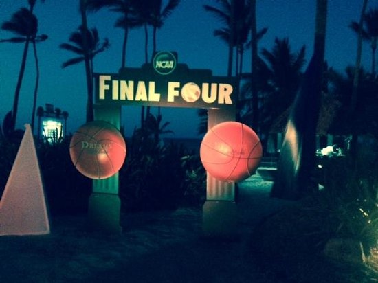 Dreams Palm Beach Punta Cana : Final Four viewing party on the beach complete with cotton candy, popcorn, snacks and full svc b