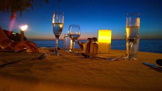 Cocobay Resort: Cena romantica sulla spiaggia