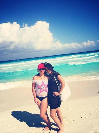 Secrets The Vine Cancún: at the beach