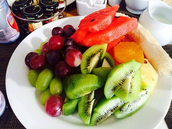 Secrets The Vine Cancún: breakfast fruit