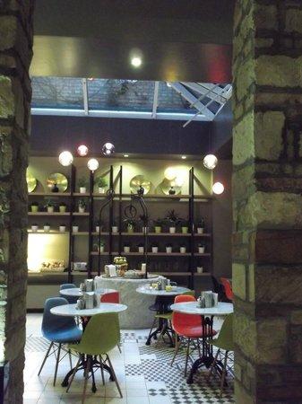 Casati Budapest Hotel: Salle petit déjeuner