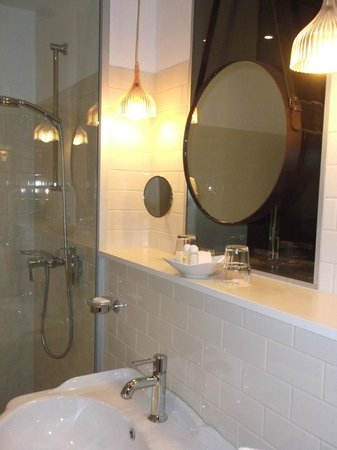 Casati Budapest Hotel: Salle de bain
