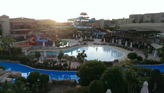 Coral Sea Aqua Club Resort: Beautiful...January