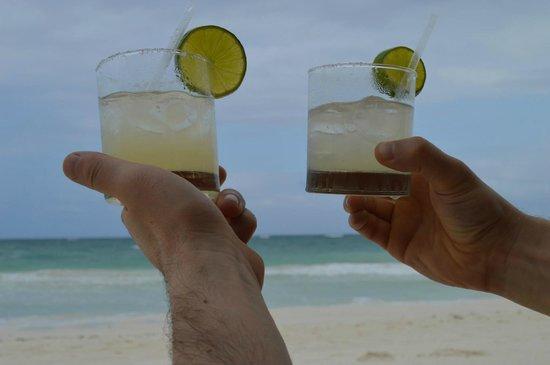 La Zebra Colibri Boutique Hotel: Welcome Drinks on the Beach