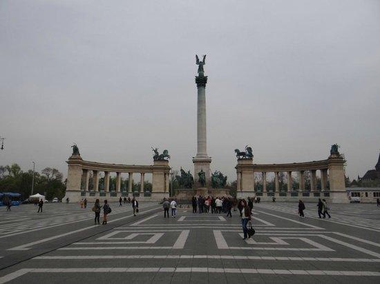 Place des Héros : praça dos heróis - Budapeste