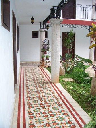 hotel colonial la aurora: Aurora Spanish tile