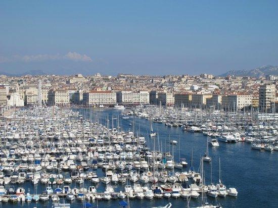 Ibis Marseille Centre Vieux Port: VISTA PORTO