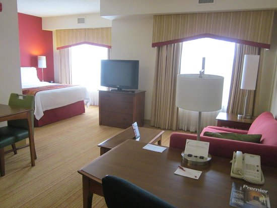 Residence Inn Chicago Schaumburg: spacious suite