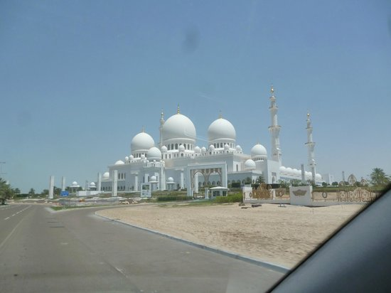 Mezquita Sheikh Zayed: Vue extérieure