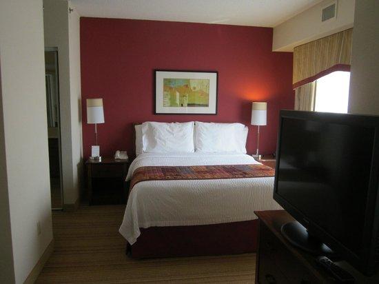 Residence Inn Chicago Schaumburg/Woodfield Mall: Queen bed