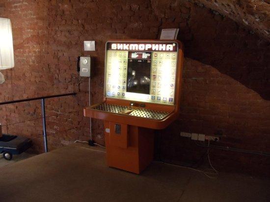 Museum of Soviet Arcade Machines : Можно проверить знание ПДД и позвонить на первый этаж)