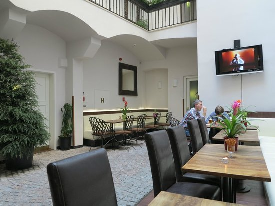 Hotel Residence Agnes: Area to relax and have a glass of wine after a day out / Also breakfast area