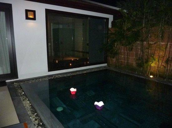 Fusion Maia Da Nang: Lanterns in the pool