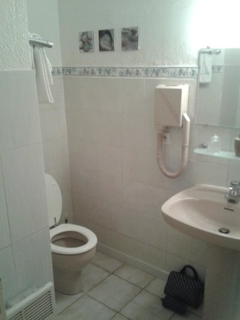 Auberge des Pins: La salle de bain
