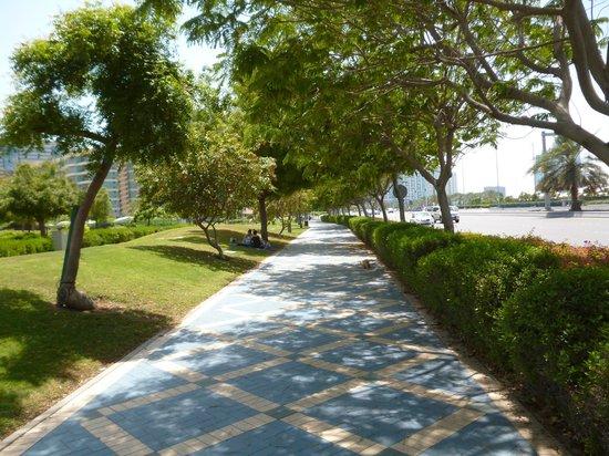 La Corniche: Un sentier de promenade