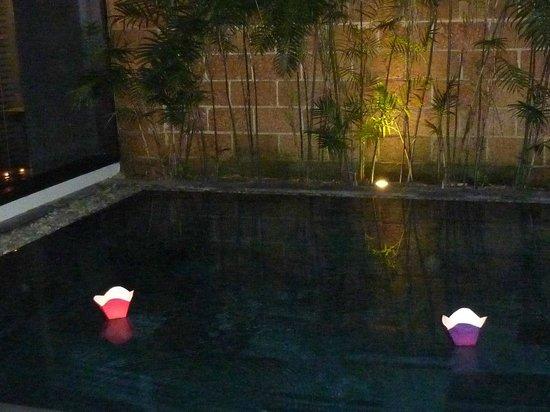 Fusion Maia Da Nang: Pool lit up at night